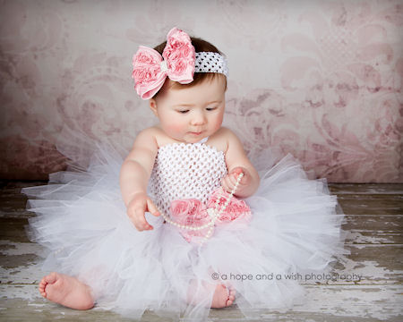 Our baby tutu is available in several solid colors. These tiny tutus will be perfect for photo sessions! The waist is a stretchy, satin lined material to fit newborns and some toddlers.